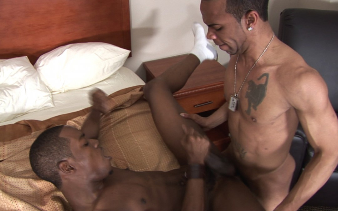Black bubble-butt and raw cock