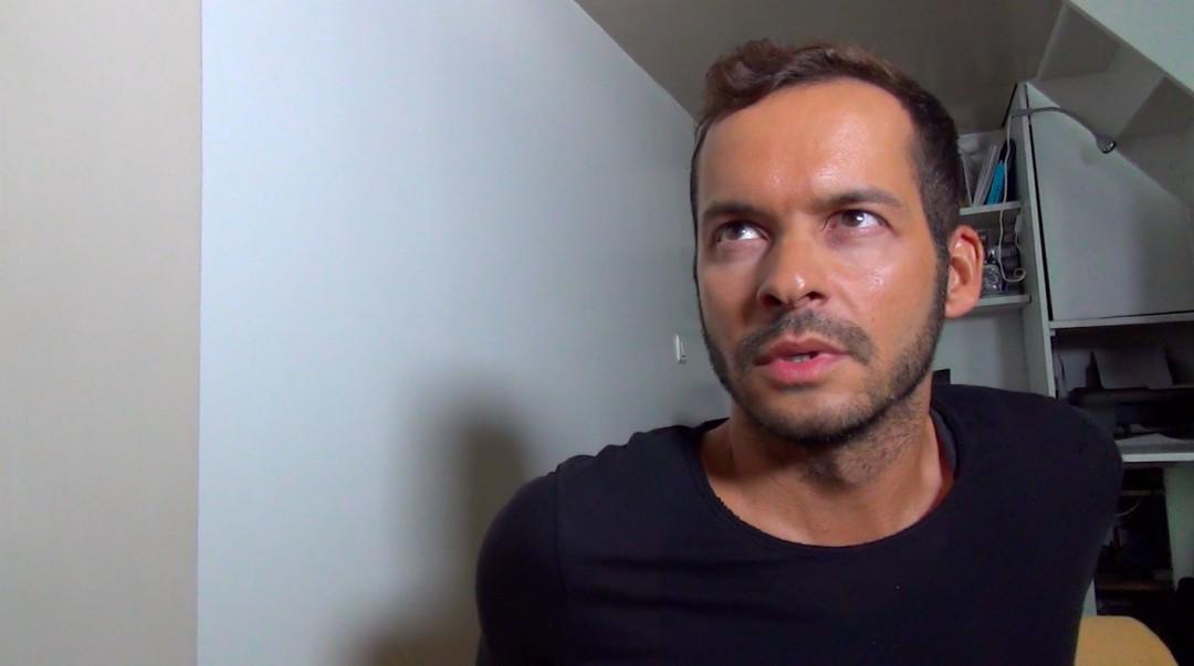 Thiago Monte derriba a Nick Spears en su primera escena exclusiva...