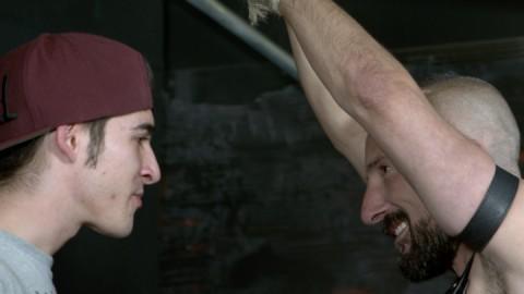 Un homo refoulé se lâche sur une lope