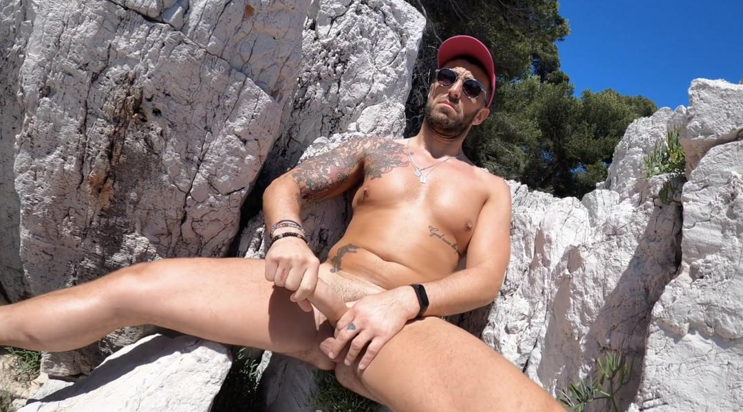 Handjob in the rocks for Mathieu Ferhati