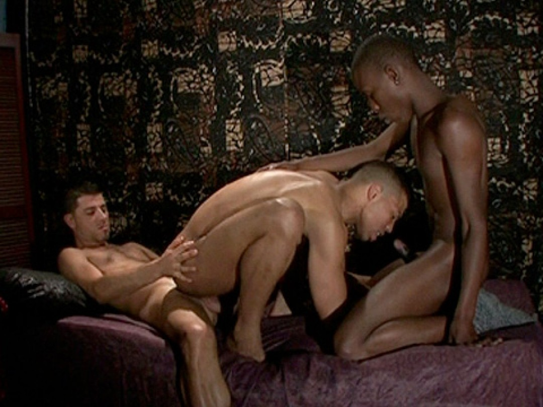 BLINDFOLD SEX-GAME OF THREE