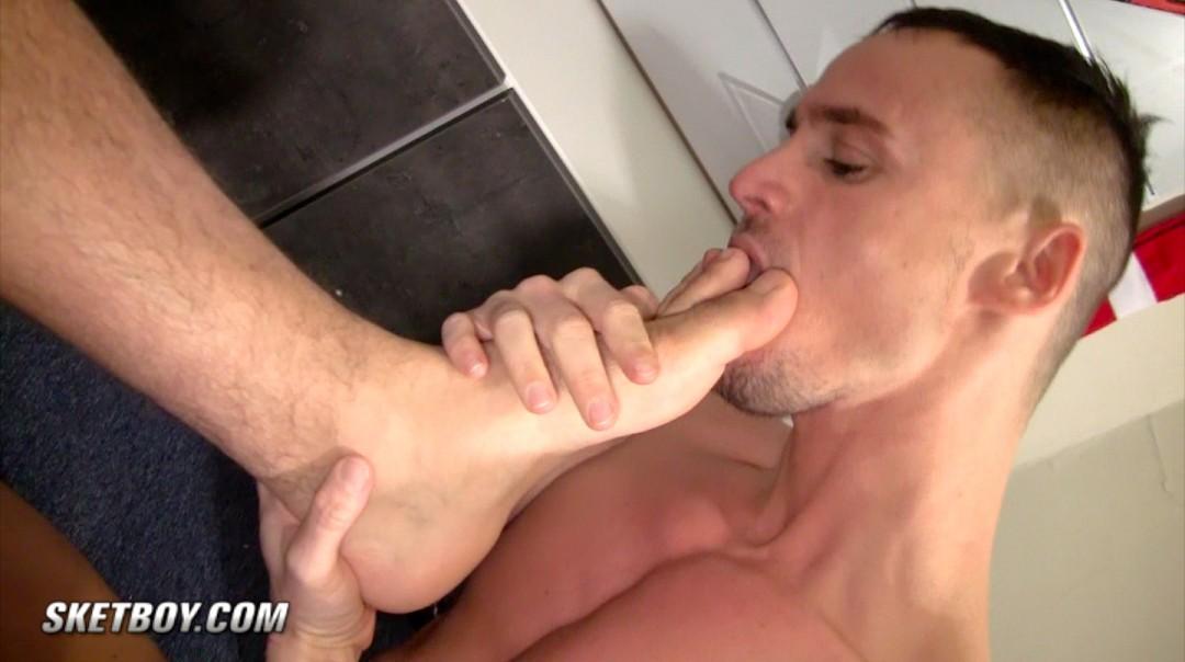anzar-yo-sketboy-sneaker-gay-sex