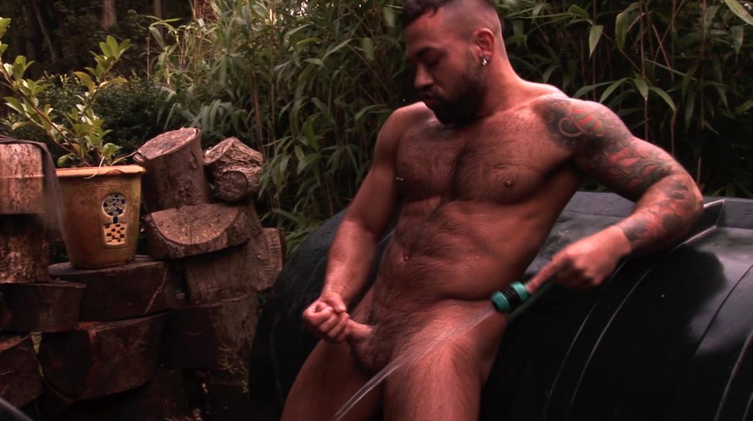 Rinsing my big cock