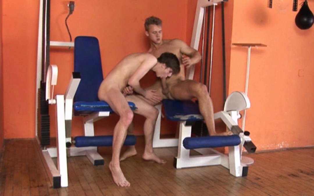Young Czech in raw gym fuck