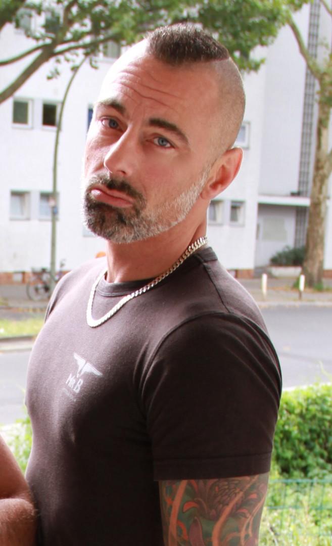 TOM DE BOHRAR