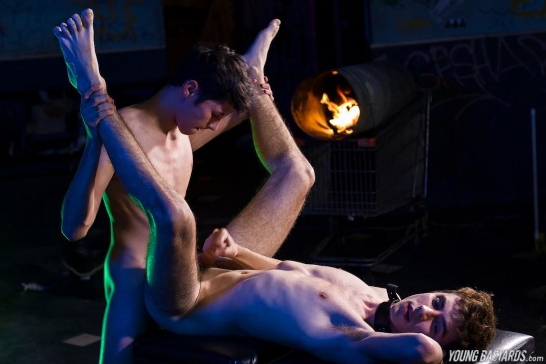 Marcuccio Seeding a young bareback sluts hole