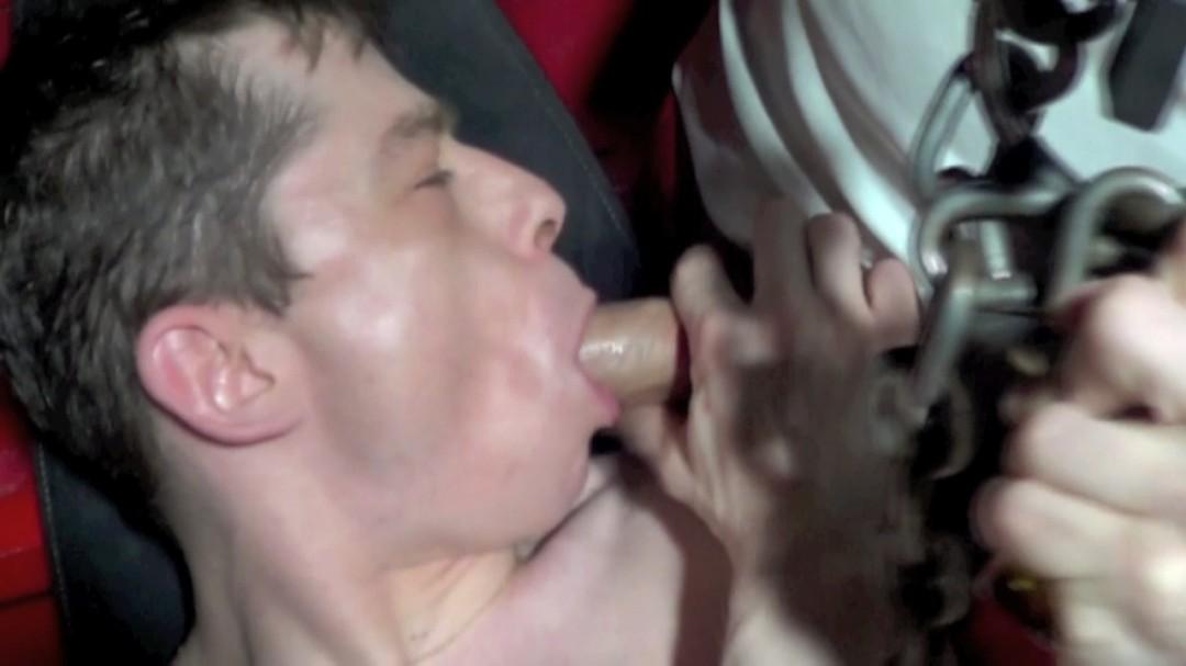 NICO DJAY de PARIS défoncé sur le sling d'une cave de Paris