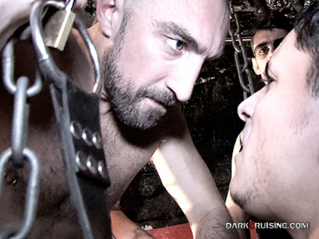 SLING GANG-BANG BY 5 LEATHER STUDS