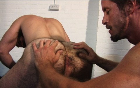 l7303-gay-sex-porn-hardcore-alphamales-out-on-the-hit-008