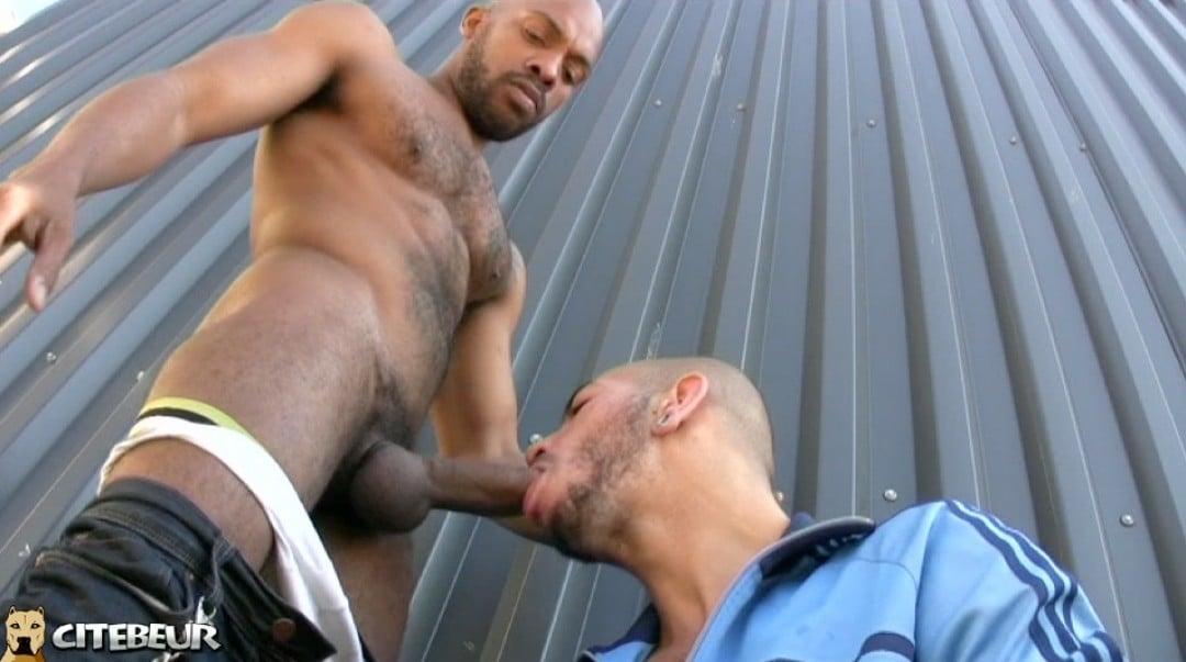 un-beur-gay-se-fait-baiser-par-un-black