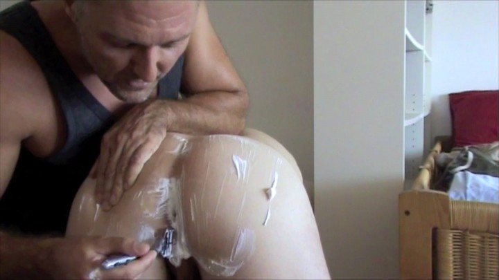 Mack's Tutos - Ass shaving with piss