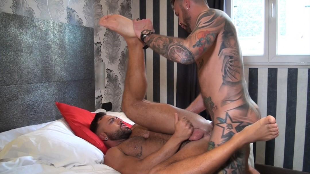 The 2 pornstars Sergi RODRIGUEZ y Franck VALENCIA fuckeing