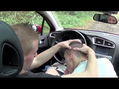 Anthony se branle et suce un hétéro dans sa voiture