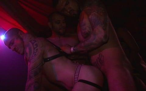 l9928-darkcruising-gay-sex-porn-hardcore-videos-bdsm-fetish-leather-rubber-hard-naked-sword-the-pack-007