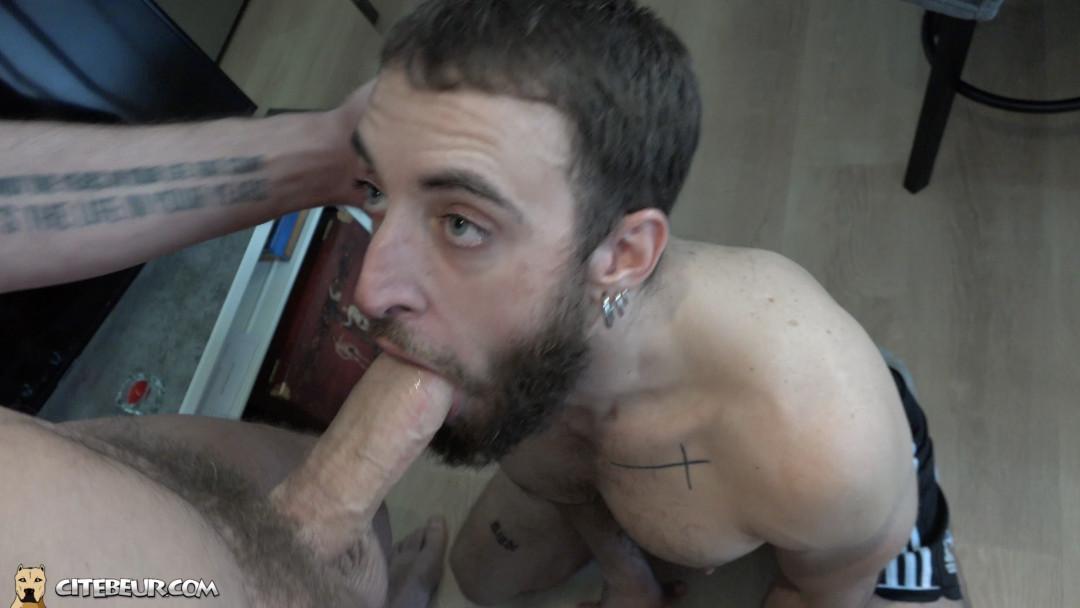 grosse bite en fond de gorge gay