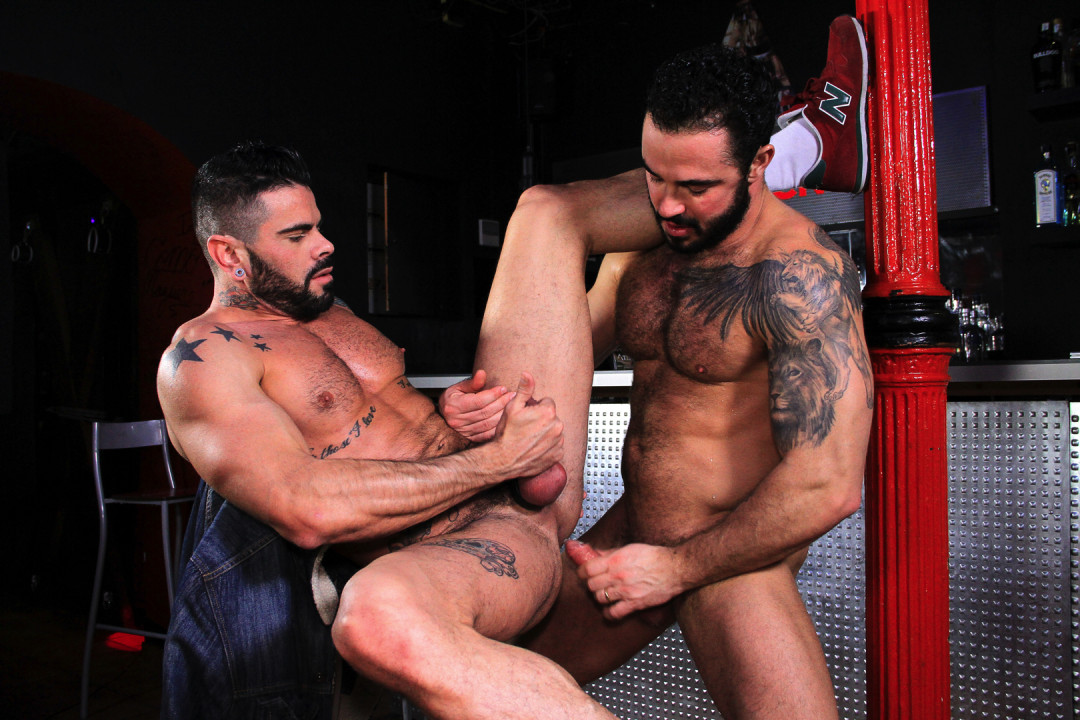 Jessy Ares & Mario Domenech : a manly fuck
