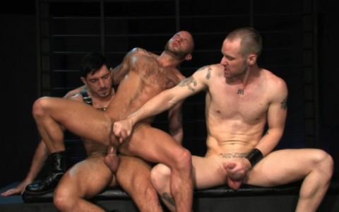 l09853-darkcruising-gay-sex-porn-hardcore-videos-hard-bdsm-fetish-darkroom-leather-rubber-skin-005