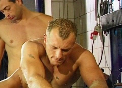 l7205-cazzo-gay-sex-porn-hard-berlin-germany-allemagne-lwechsel-oil-change-007
