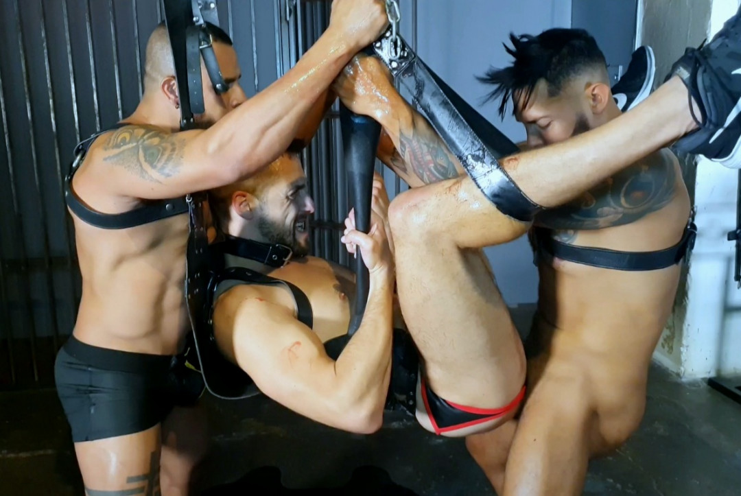 GAY 3SOME 4FFUCK