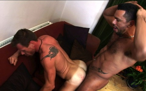 l7305-bolatino-gay-sex-porn-hardcore-latino-alphamales-out-on-the-hit-046