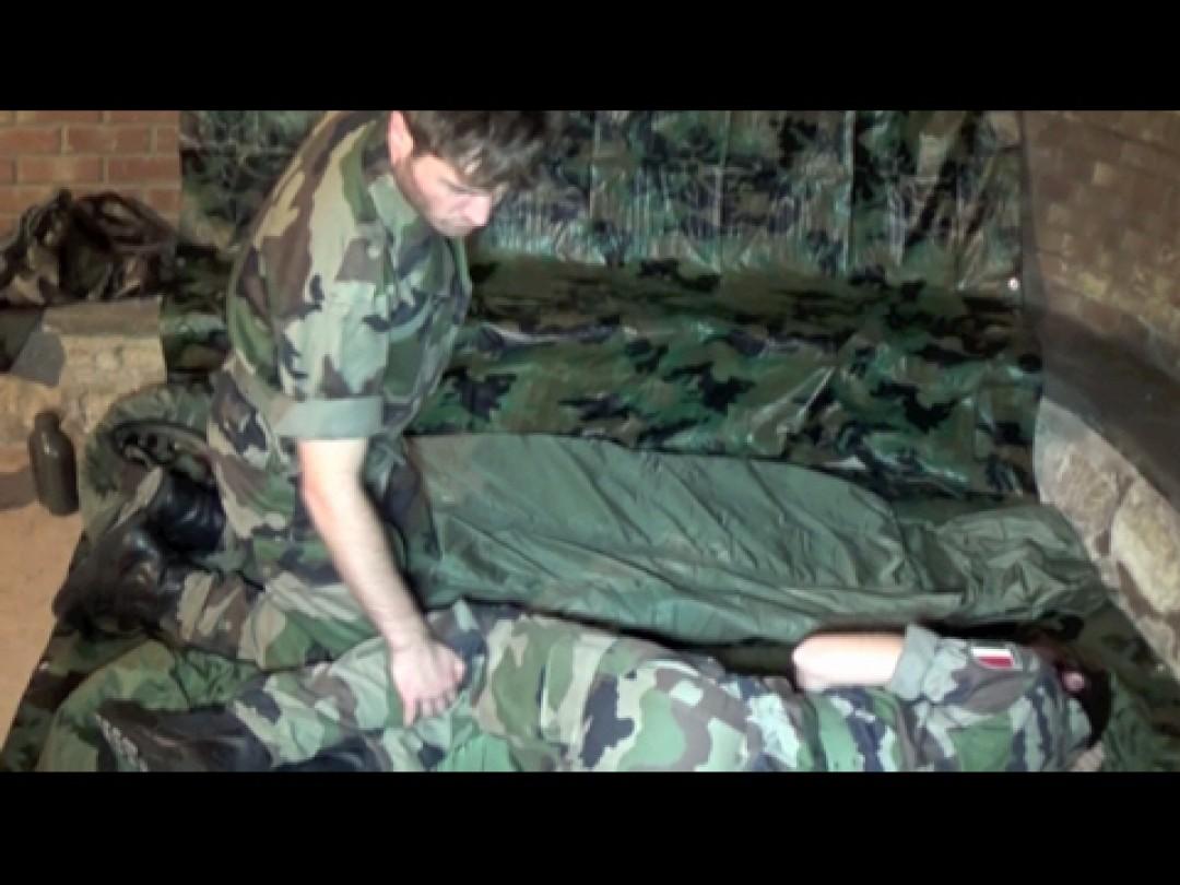 Deux militaires surpris dans une cave parisienne