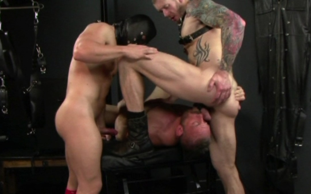 Muscled sex-toy for dominant tops
