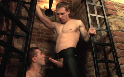 l6847-darkcruising-gay-sex-porn-hard-fetish-bdsm-titan-caged-004