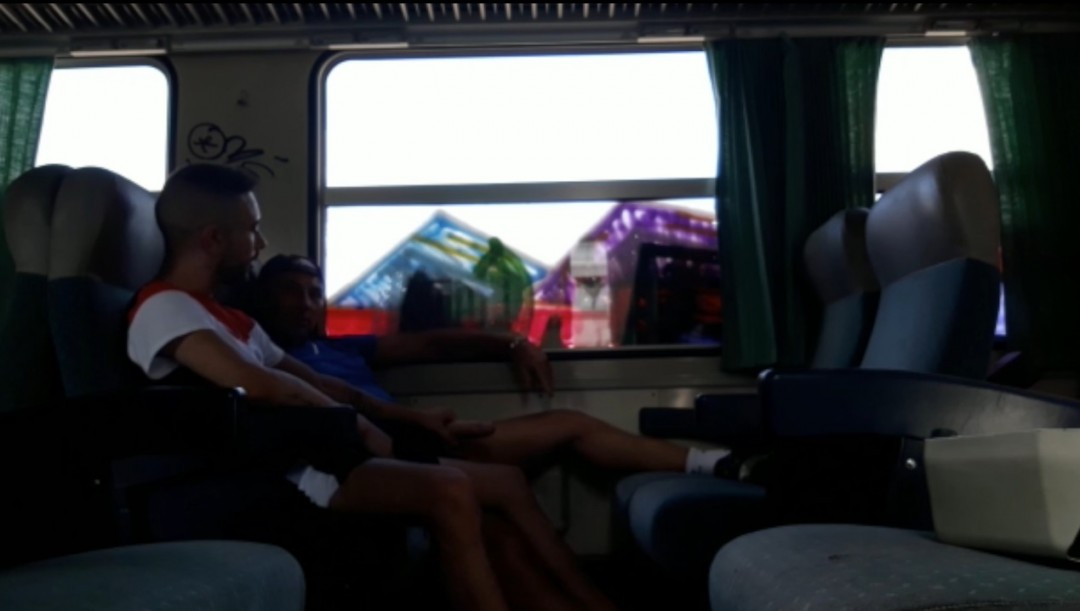 WEBCAM PORN SHOOT baise de mecs dans un train de bordeaux