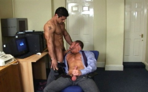 l7284-darkcruising-video-gay-sex-porn-hardcore-hard-fetish-bdsm-alphamales-out-in-the-office-008