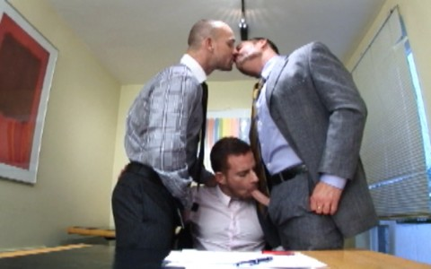 l7282-darkcruising-video-gay-sex-porn-hardcore-hard-fetish-bdsm-alphamales-out-in-the-office-001