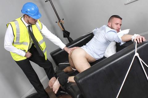 L'ouvrier retape le cul du bogosse ? dispo