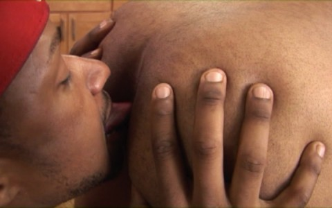 l7155-universblack-gay-sex-porn-hardcore-black-flava-big-black-dick-no-pain-no-gain-006