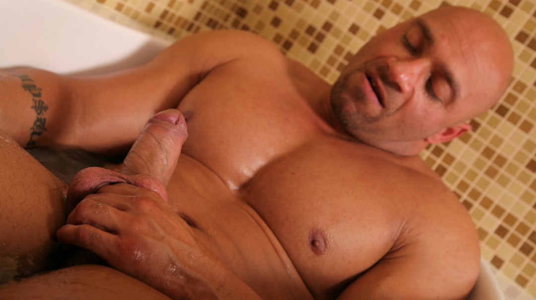 Hot manly dude stroking in a hot bath