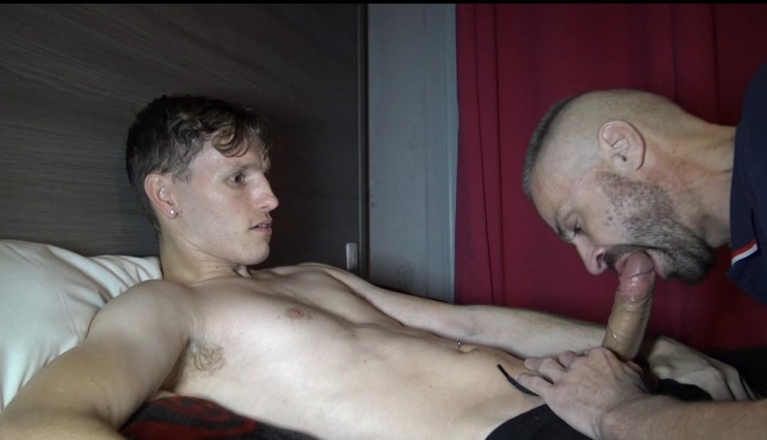 un sexy passif de LILLE baisé par la pornstar Danny CHASE