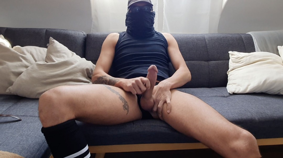 Thiago intimate and confined