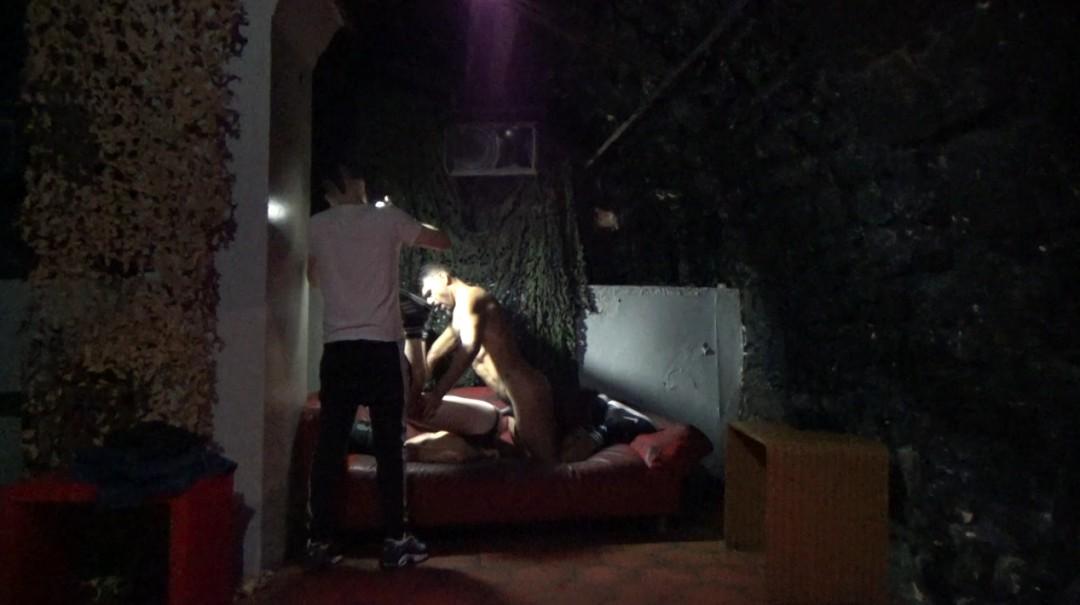 Webcam Backstage, hétéro cagoulé dosé par Leon XXL