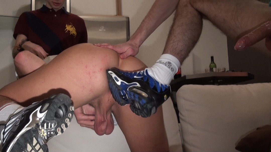 2 friends fuck a new gay bottom