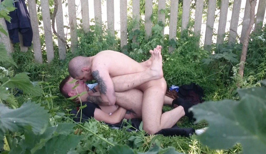 Exhib outdoor sextape OScxar WOOD and John STRAP