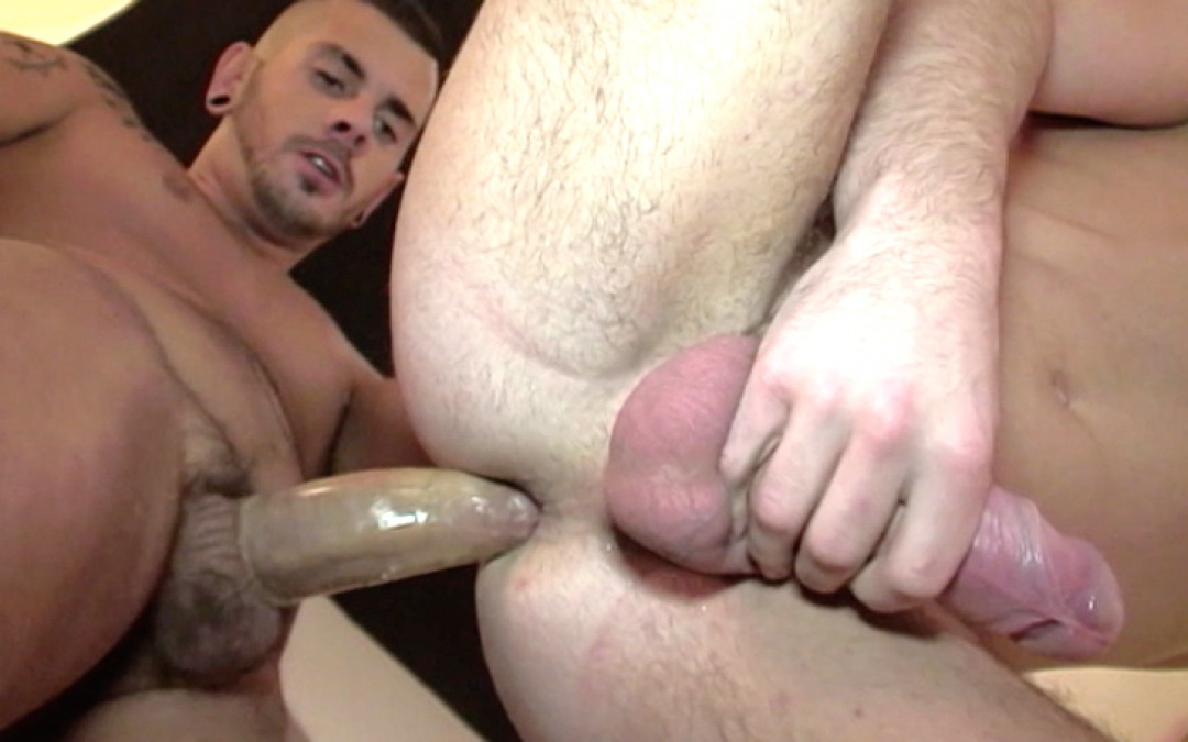 English man-pussy fucked in the sex-club