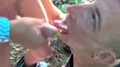 Jeune rebeu hétéro baise mec TBM dans un bois