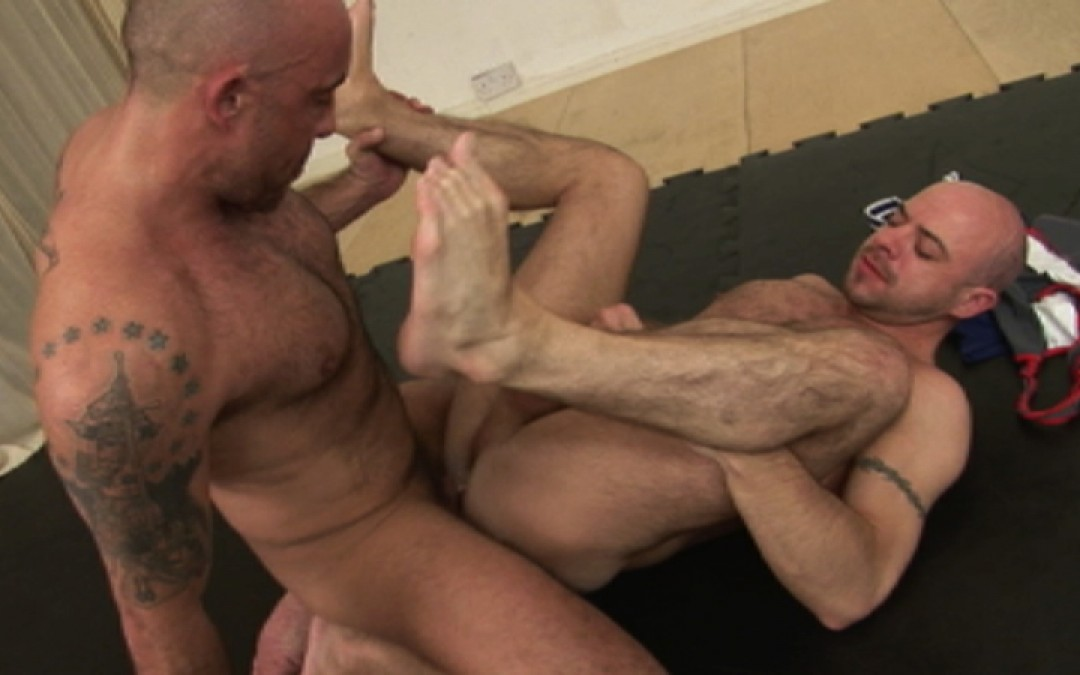 l7280-gay-sex-porn-hardcore-alphamales-out-at-the-gym-011
