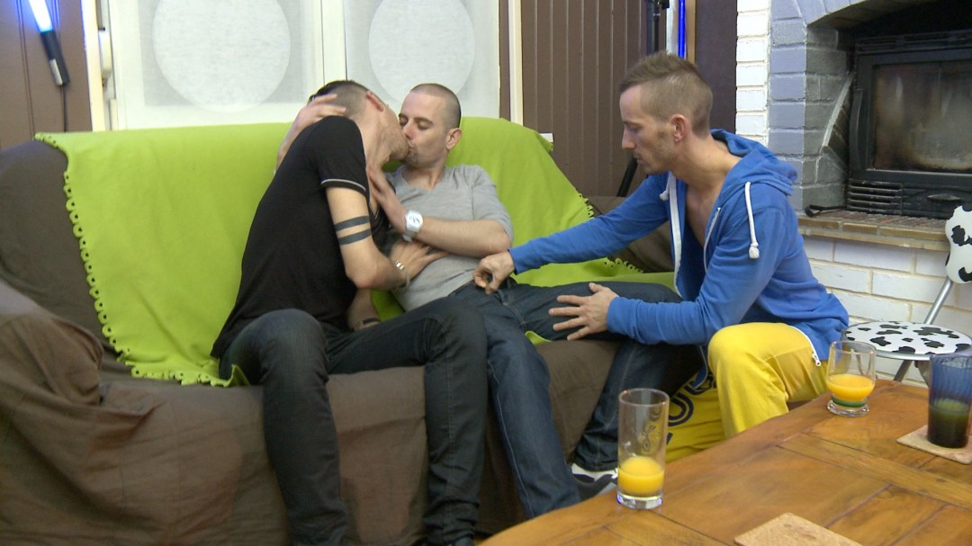 Handsome french twinks in home orgy