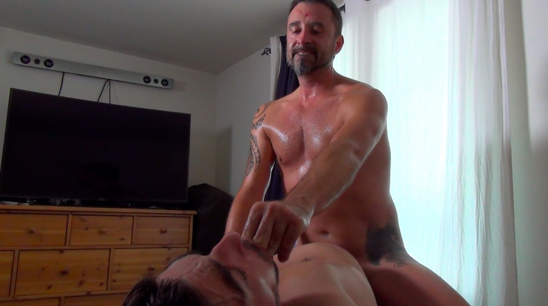Nick Spears gets the holes owned by Iago Torres...