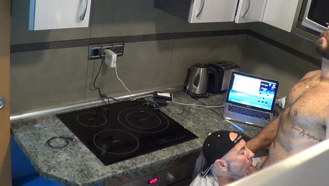 WEBCAM porn shoot Jess dosé dans la cuisine par Jorge LEAL