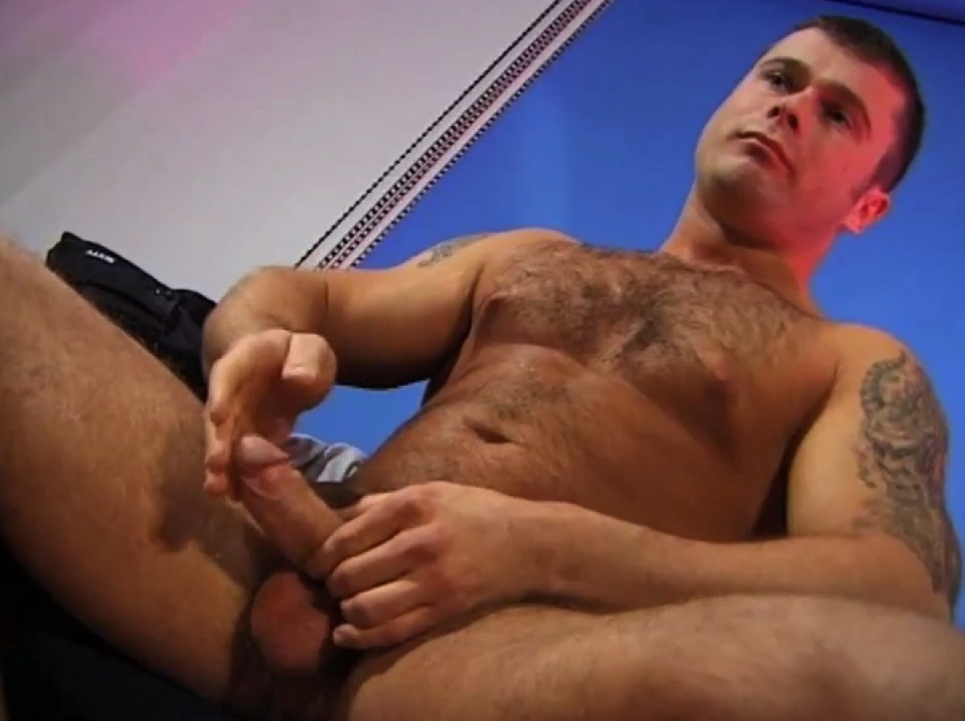 Straight body-builder in exhib session