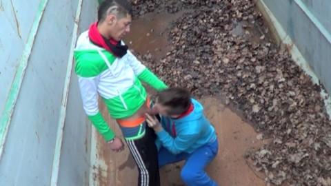 Un hétéro monté 22 cm se fait sucer par un gay