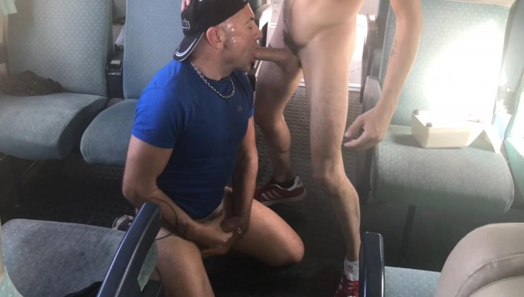 UN gitan hetero baise JEss dans un train !! Truc d eouf