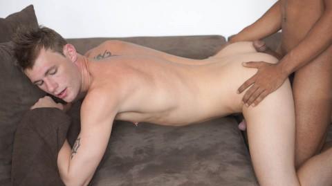 Baisé par un jeune métisse latino gay parfait
