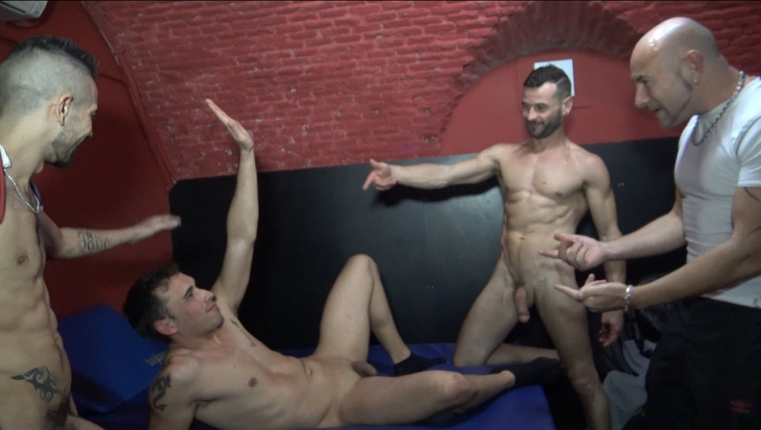 Yago SINNER fucked by his two friens
