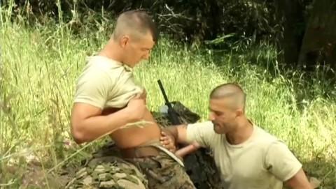 militaires-soldats-sexe-17